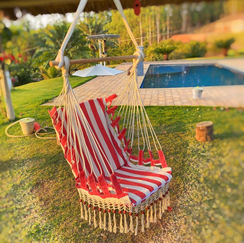 Cadeira de Balanço Listrada com Bolinhas - Vermelha