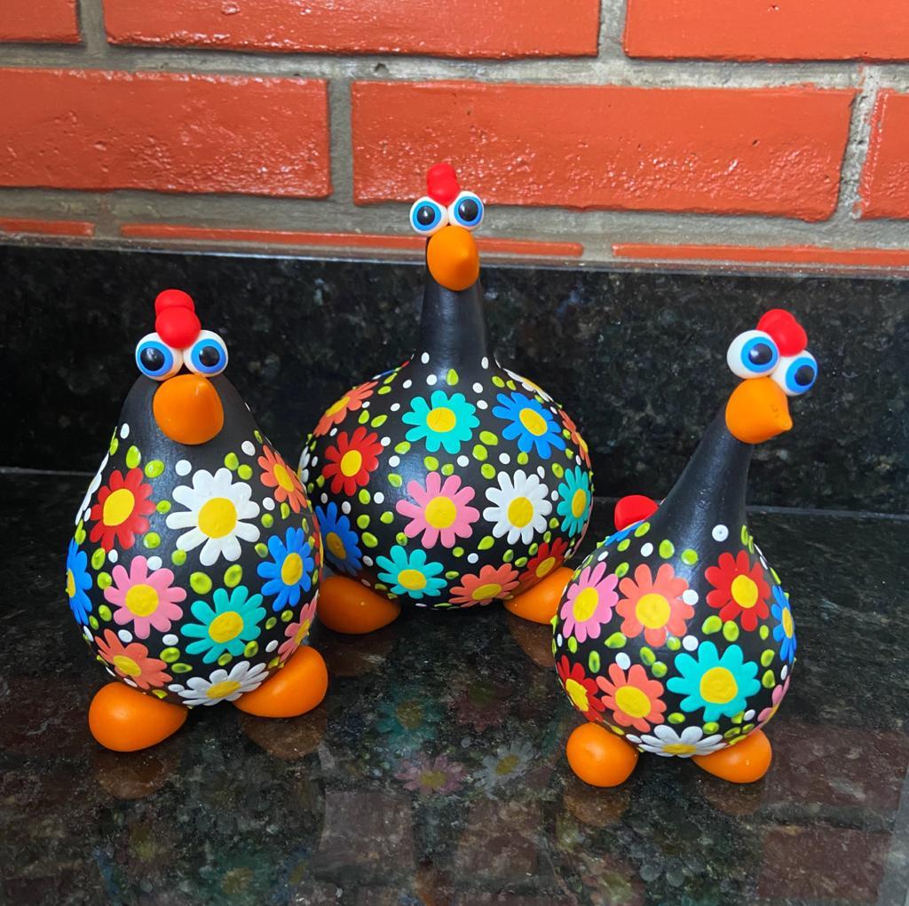 Trio Galinhas Coloridas em Cabaça