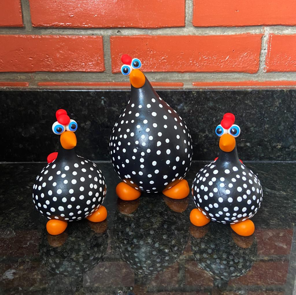 Trio Galinhas Pintadinhas em Cabaça