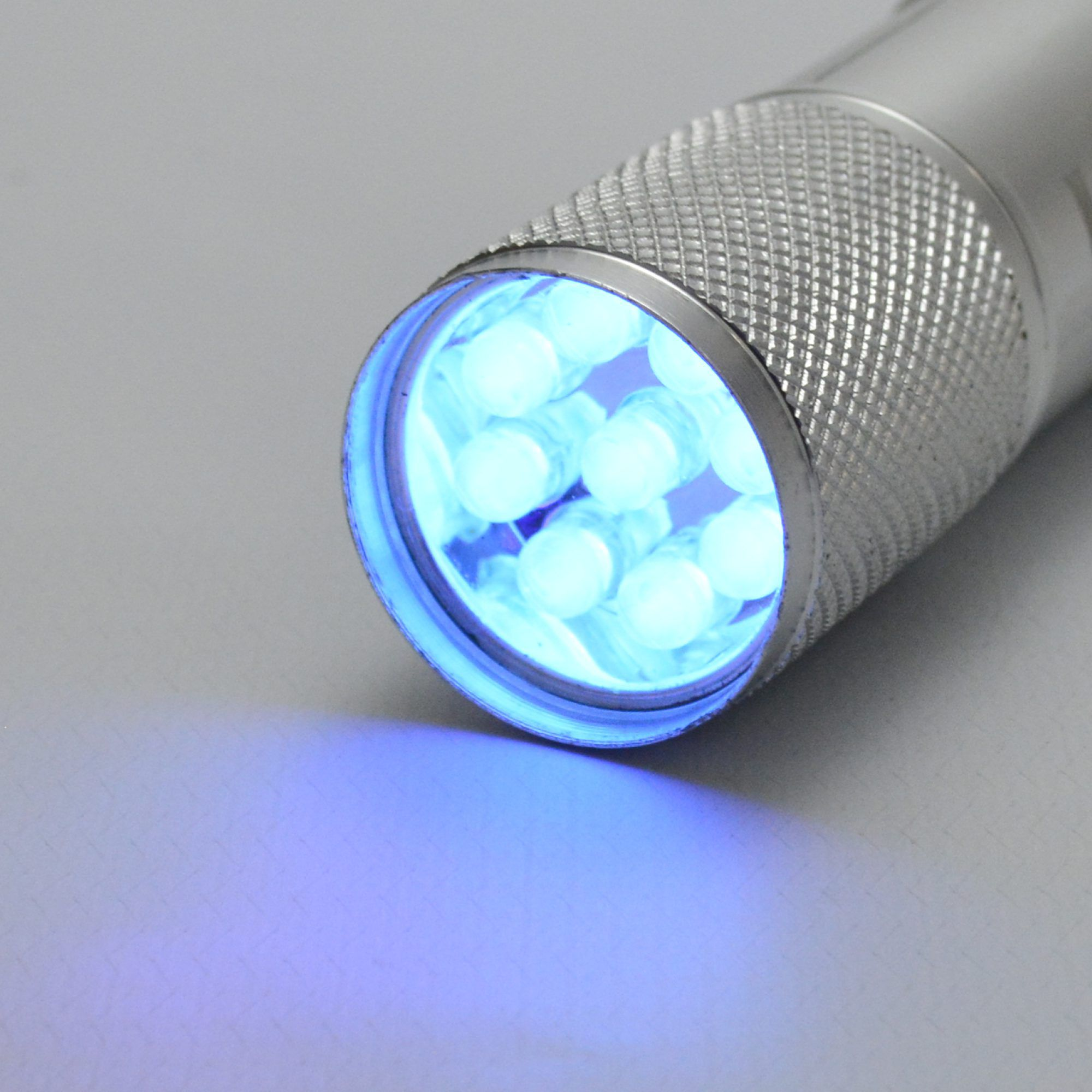 Detector de Dinheiro Falso Escorpião 9 LEDs UV Kit 5 Peças Prata CBRN11865
