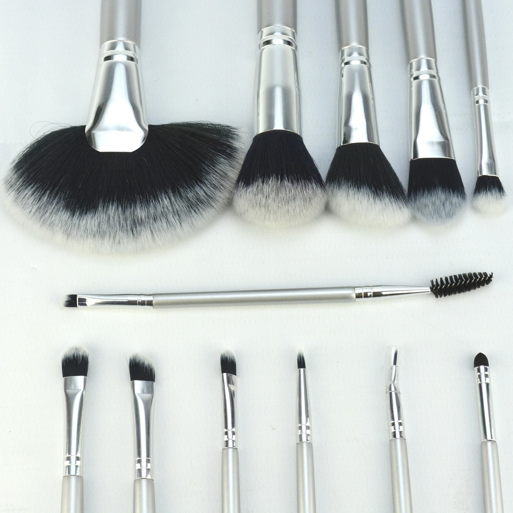 Kit 12 Pinceis para Maquiagem com Suporte Prata CBRN11391