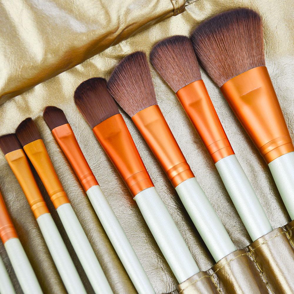 Kit de 32 Pincéis Para Maquiagem Profissional com Estojo Bronze CBRN15467