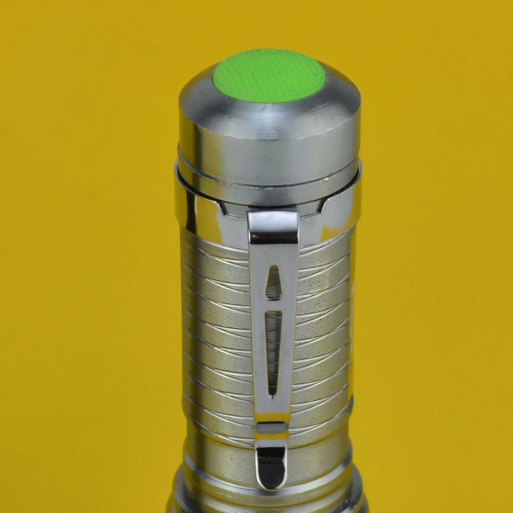 Lanterna Tática LED com Zoom a Pilhas Prata CBRN16563