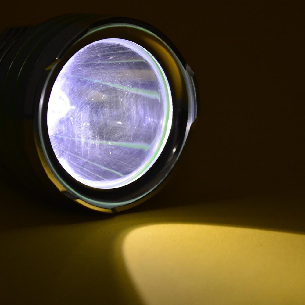 Lanterna Tática Recarregável LED Q5 Prata CBRN16396