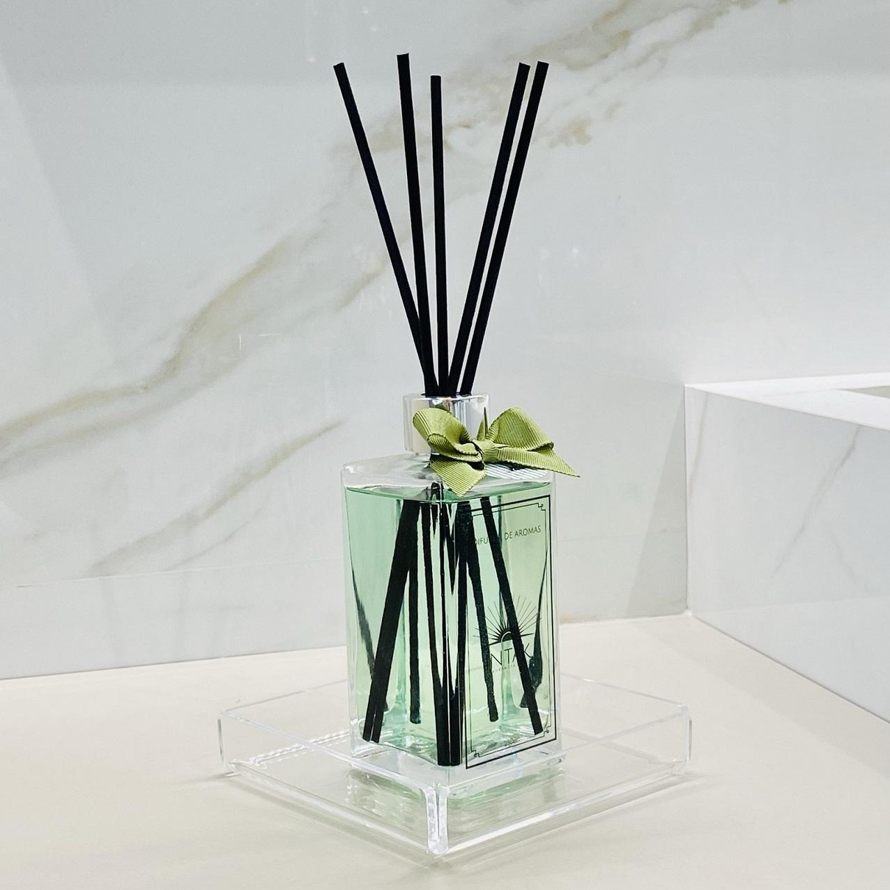 Kit Difusor de Aromas com Varetas 250ml e Bandeja em Acrílico - Alecrim