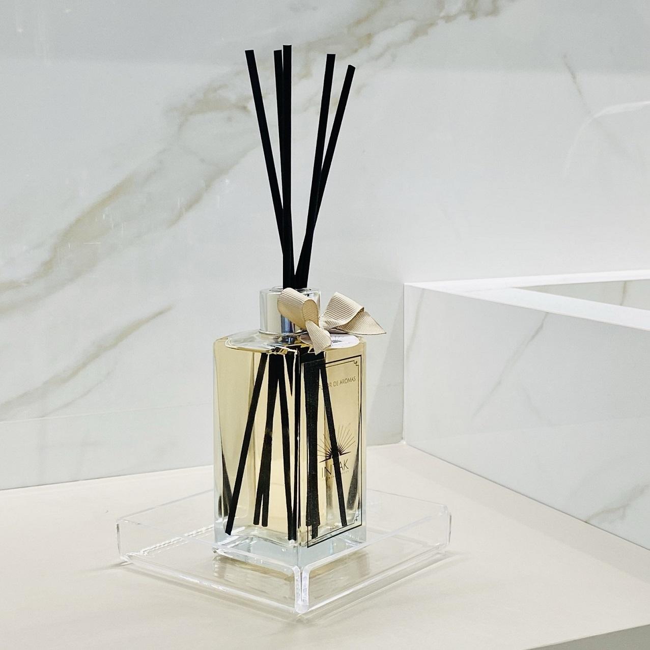 Kit Difusor de Aromas com Varetas 250ml e Bandeja em Acrílico - Vanilla