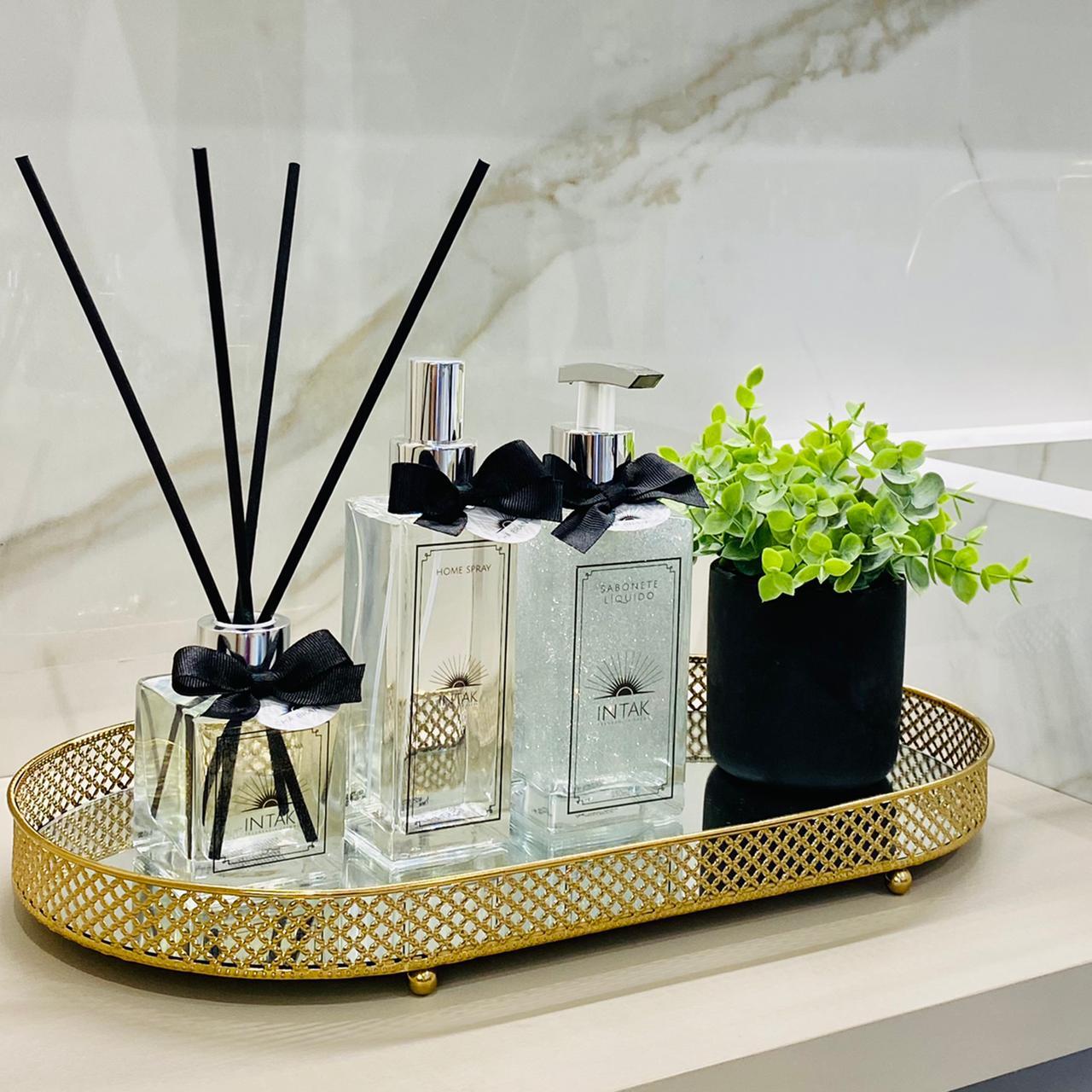 Kit Lavabo Bandeja Oval Dourada M com Vaso - Chá Branco