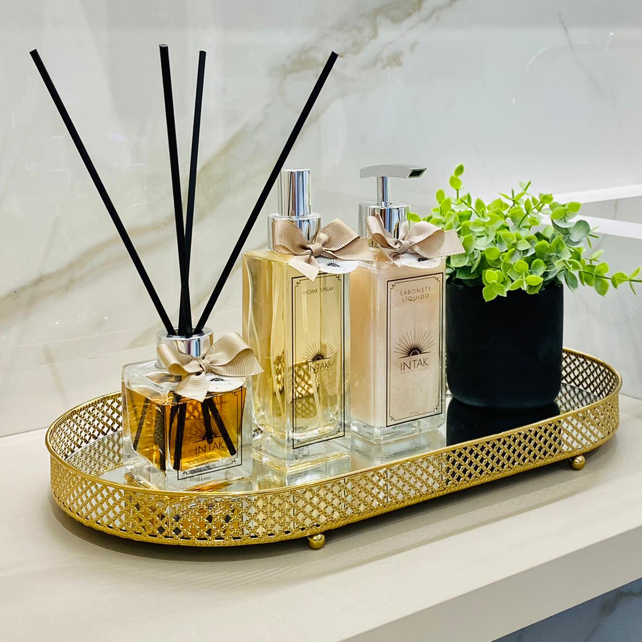 Kit Lavabo Bandeja Oval Dourada M com Vaso - Vanilla
