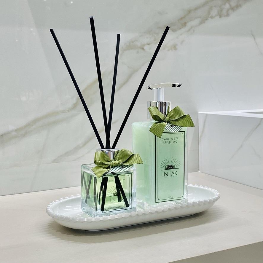 Kit Lavabo Bandeja Porcelana Oval Branca com Difusor e Sabonete - Alecrim