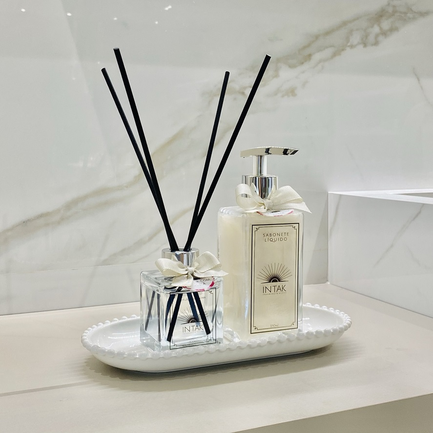 Kit Lavabo Bandeja Porcelana Oval Branca com Difusor e Sabonete - Cereja e Avelã