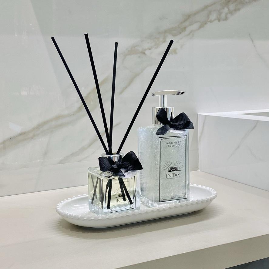 Kit Lavabo Bandeja Porcelana Oval Branca com Difusor e Sabonete - Chá Branco