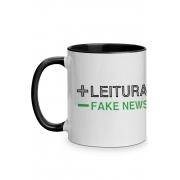 Caneca Mais Leitura, menos Fake News com alça preta