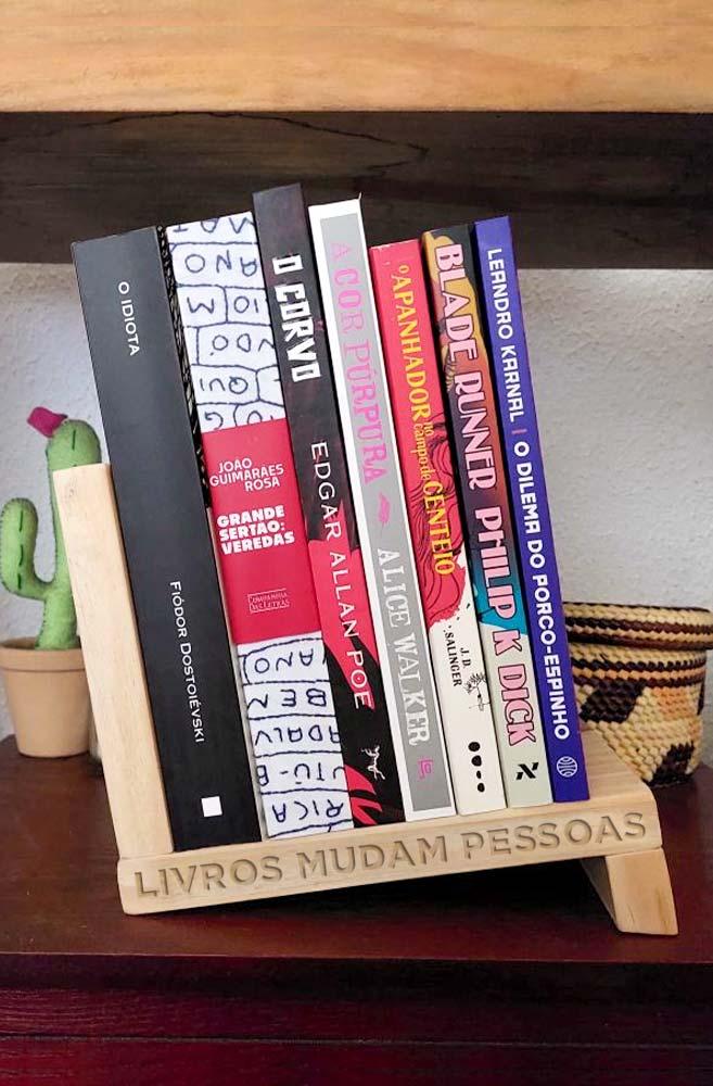 Aparador de Livros Livros Mudam Pessoas