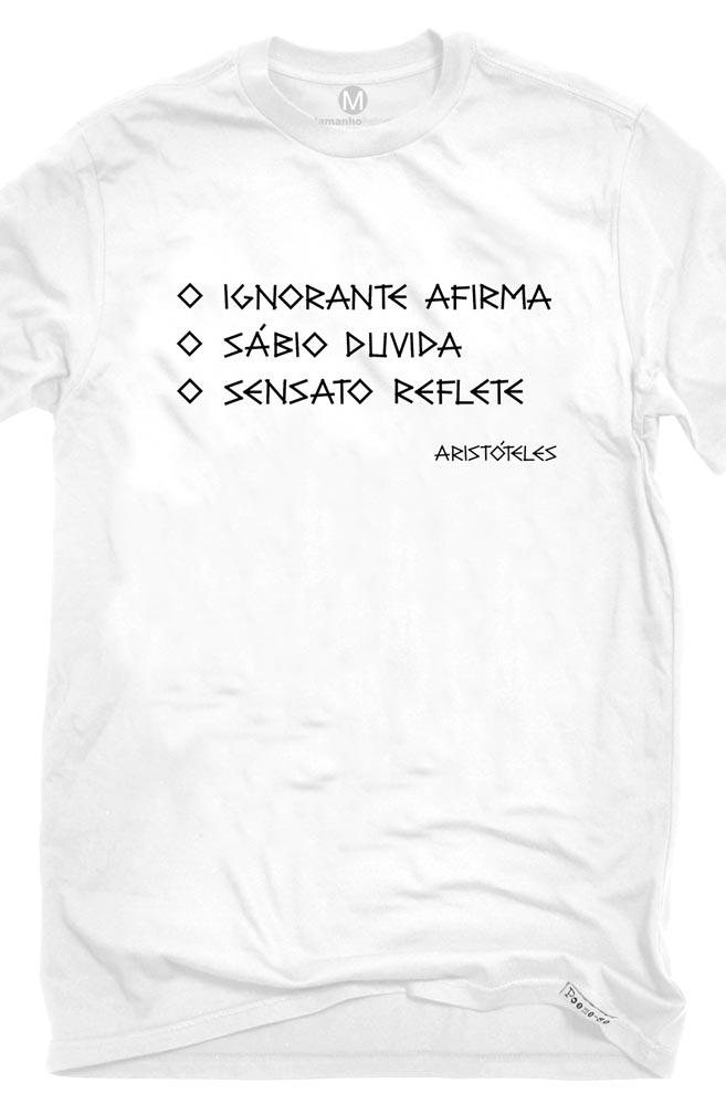 Camiseta Branca Afirma, duvida e reflete