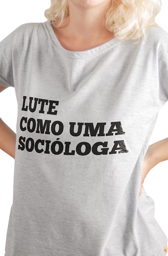 Camiseta Cinza Lute como uma Socióloga