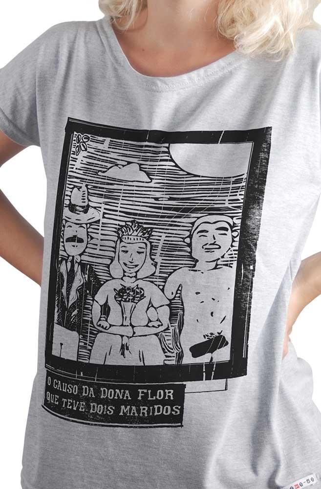Camiseta Cinza O Amor em Cordel: Dona Flor, Vadinho e Teodoro
