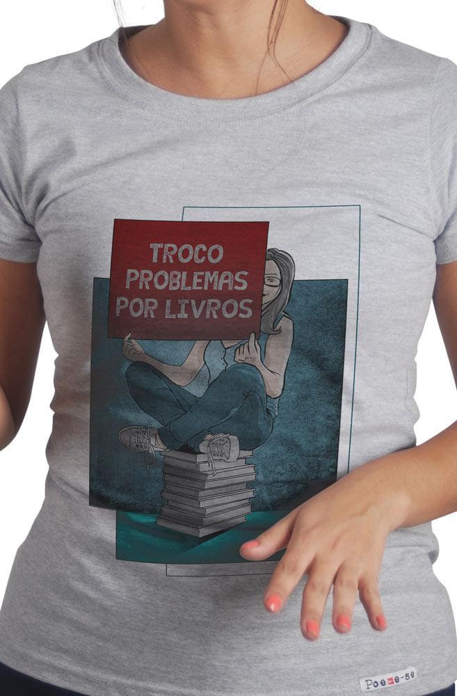 Camiseta Cinza Troco Problemas Por Livros
