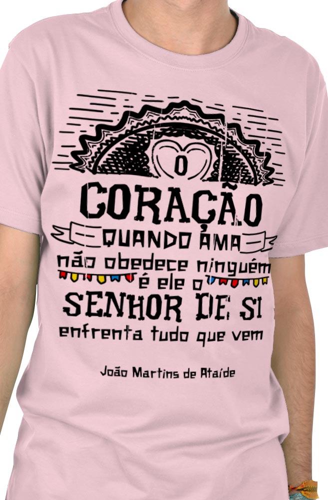 Camiseta Rosa O Amor em Cordel: Martins de Ataíde