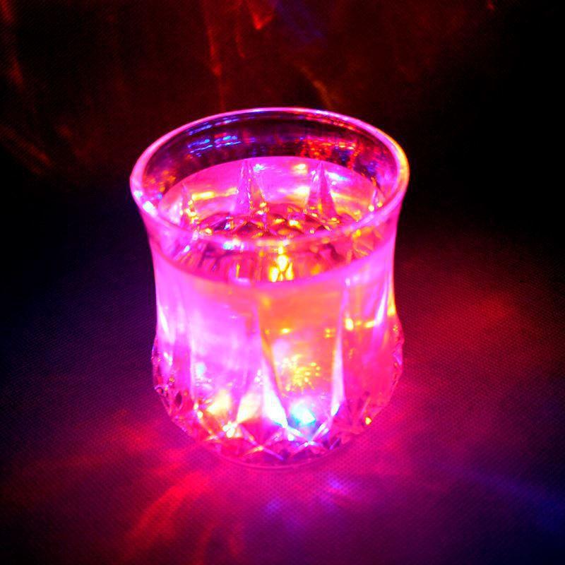 Kit 6 Copos Luminosos com LED Automático  - Thata Esportes