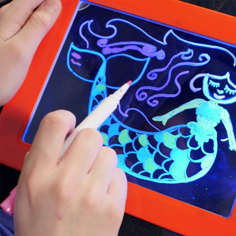 Lousa Quadro Mágico Desenho 3D Canetinhas 6 Cores Luzes 30 Estênsil Efeitos  de Luz - Thata Esportes