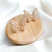 Brinco dourado borboleta zircônias banho ouro 18k