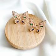 Brinco dourado borboleta zircônias coloridas banho em ouro 18k