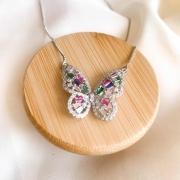 Colar borboleta zircônia colorida banho de  ródio