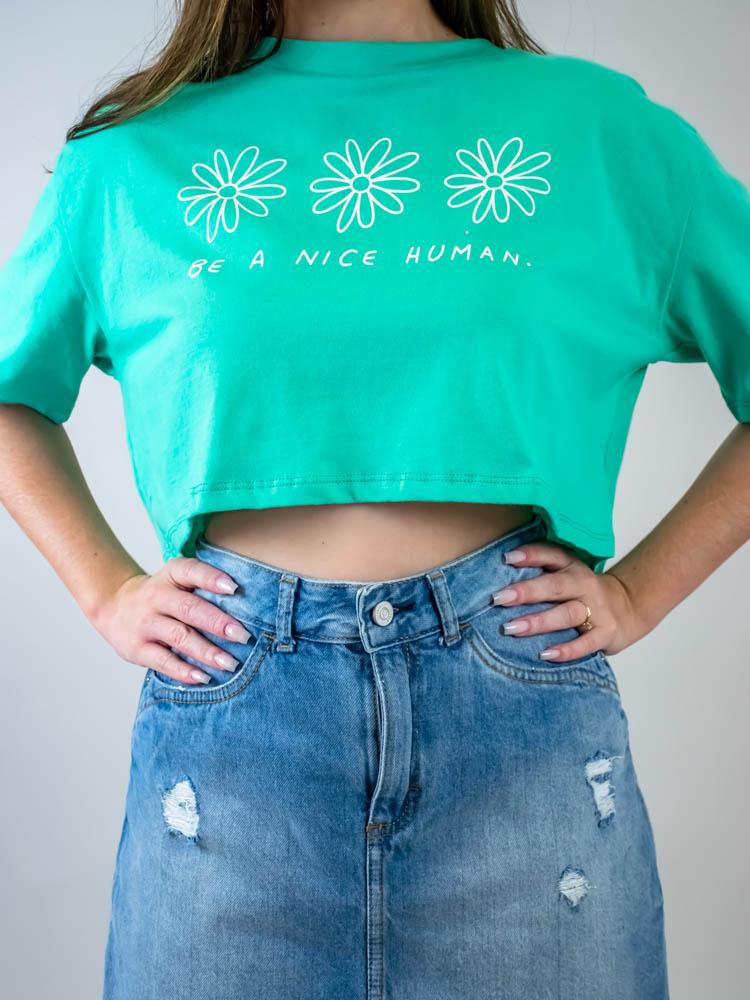 Cropped Be a Nice Human Verde  - Carmelina.com.br