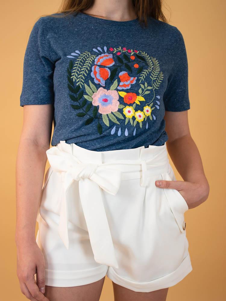 Tshirt Bordada Floral  - Carmelina.com.br