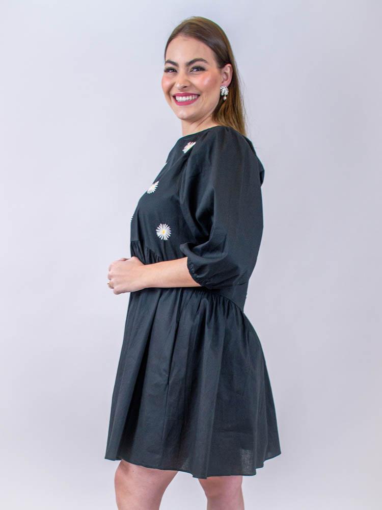 Vestido Curto Bordado Margaridas