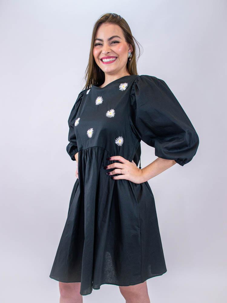 Vestido Curto Bordado Margaridas  - Carmelina.com.br
