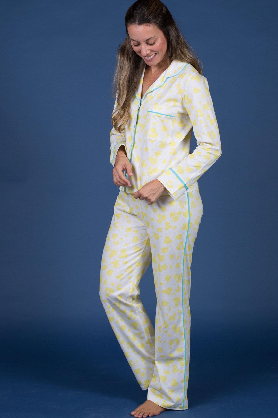 Pijama Botões Azuis e Estampa Amarela