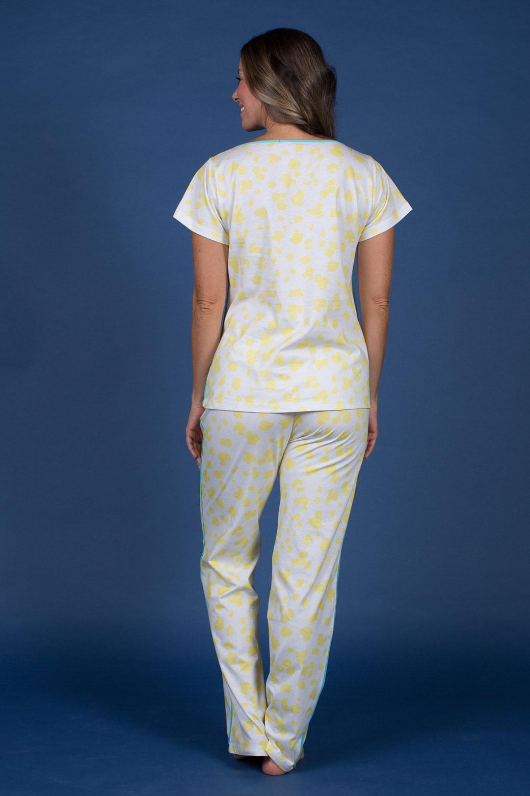 Pijama Manga Curta e Estampa Amarela