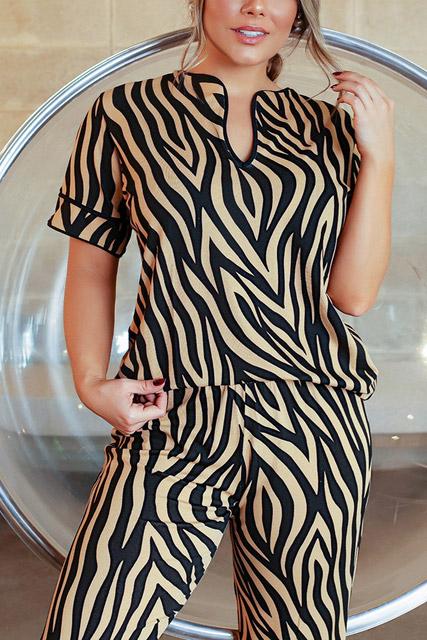 Pijama calça comprida e blusa manga curta animal print caramelo