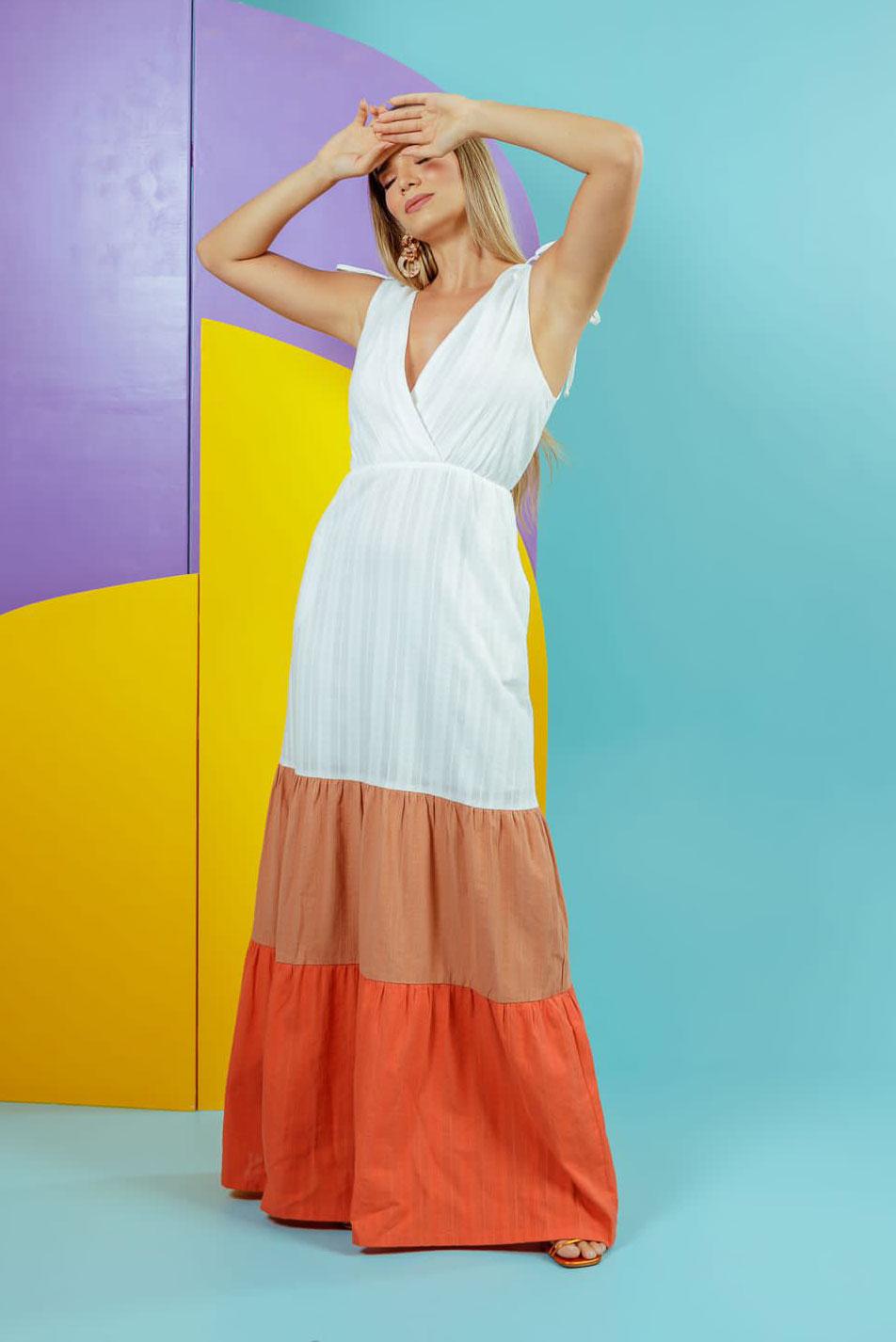 Vestido tricolor decote V transpassado amarração ombro