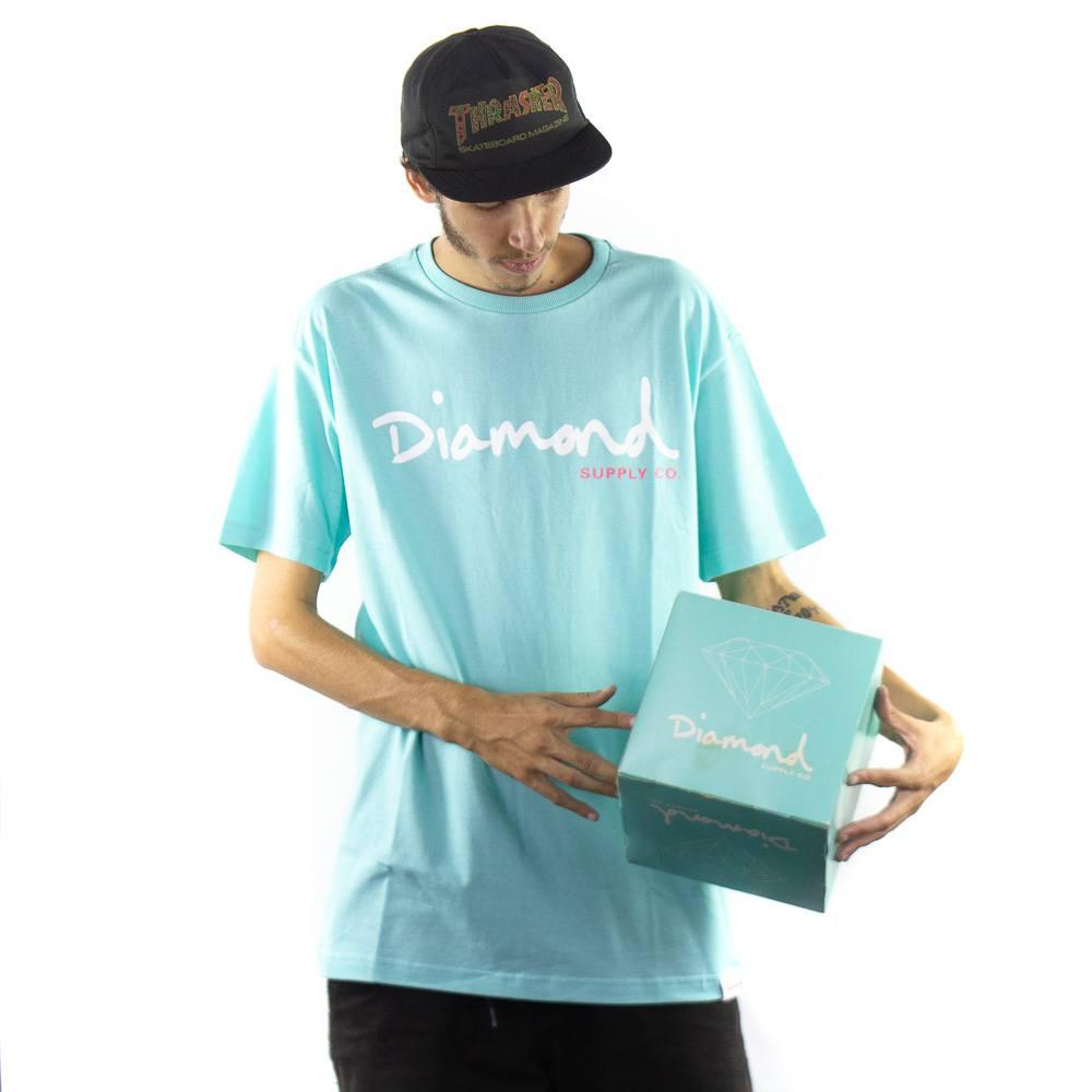 Camiseta Diamond Og Script Tee Celadon