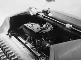 Máquina de Escrever Elétrica IBM 72 110V Revisada + 4 Esferas Grátis