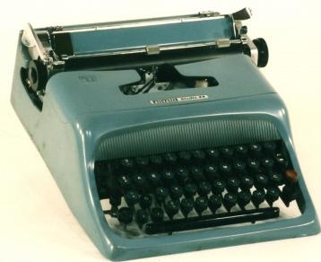 Máquina de Escrever Manual Olivetti Studio 44 Restaurada
