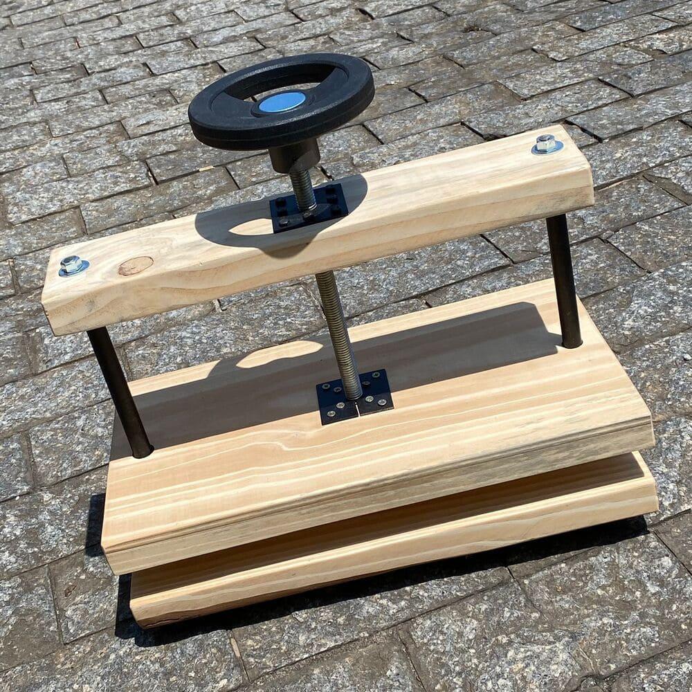 Prensa de mesa em madeira - eixo central