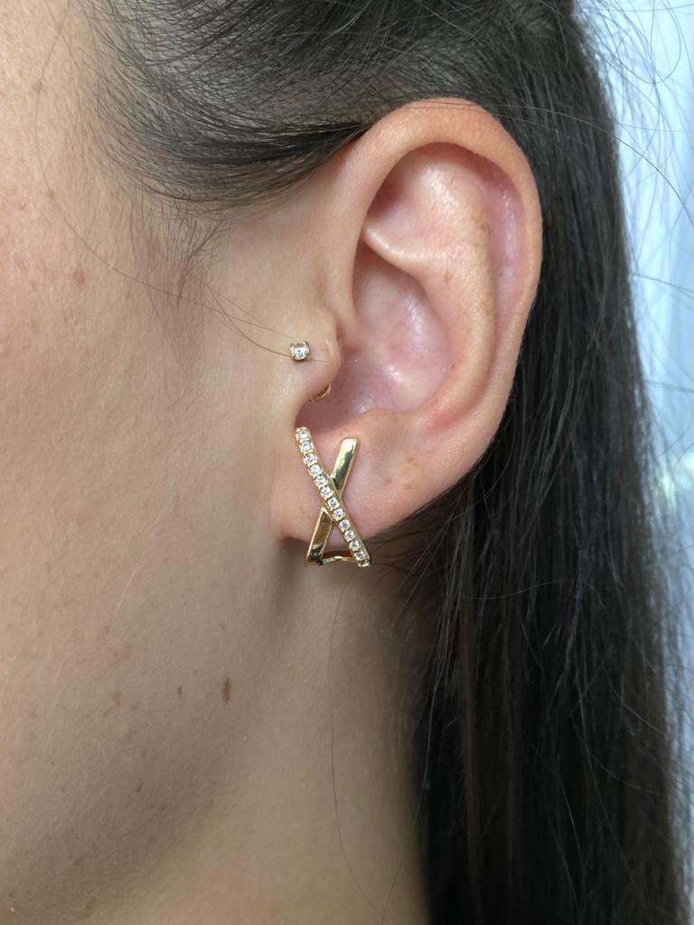 Brinco | Ear Hook | Cravejado | Cristal | Formato X