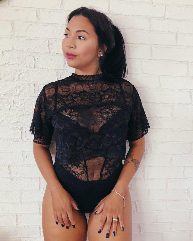 Blusa cropped de renda da vovó Iolanda