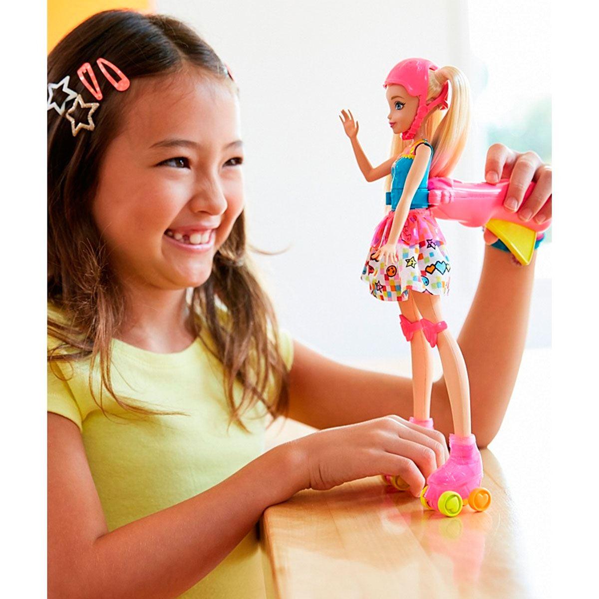 Boneca Barbie Em Um Mundo de Vídeo Game Patinadora - Mattel