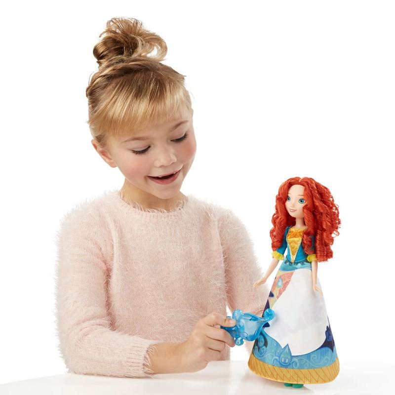 Boneca Princesas Disney Saia de Fabula Mágica Merida - Hasbro