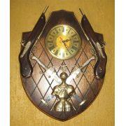 Brasão Gigante com Relógio + 2 Garruchas + 2 Espadas + Armadura