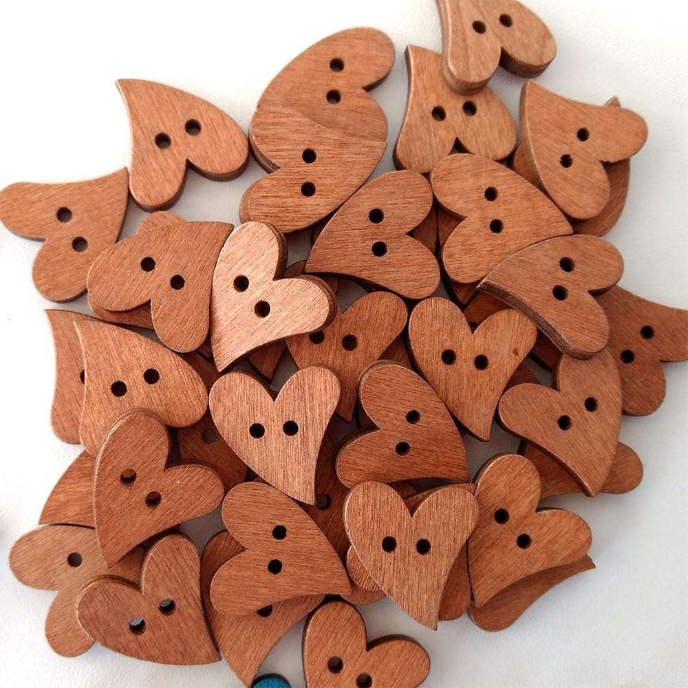 Botão Coração de Madeira 50 unidades