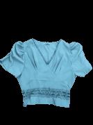 Blusa com detalhe em guippir com manga bufante