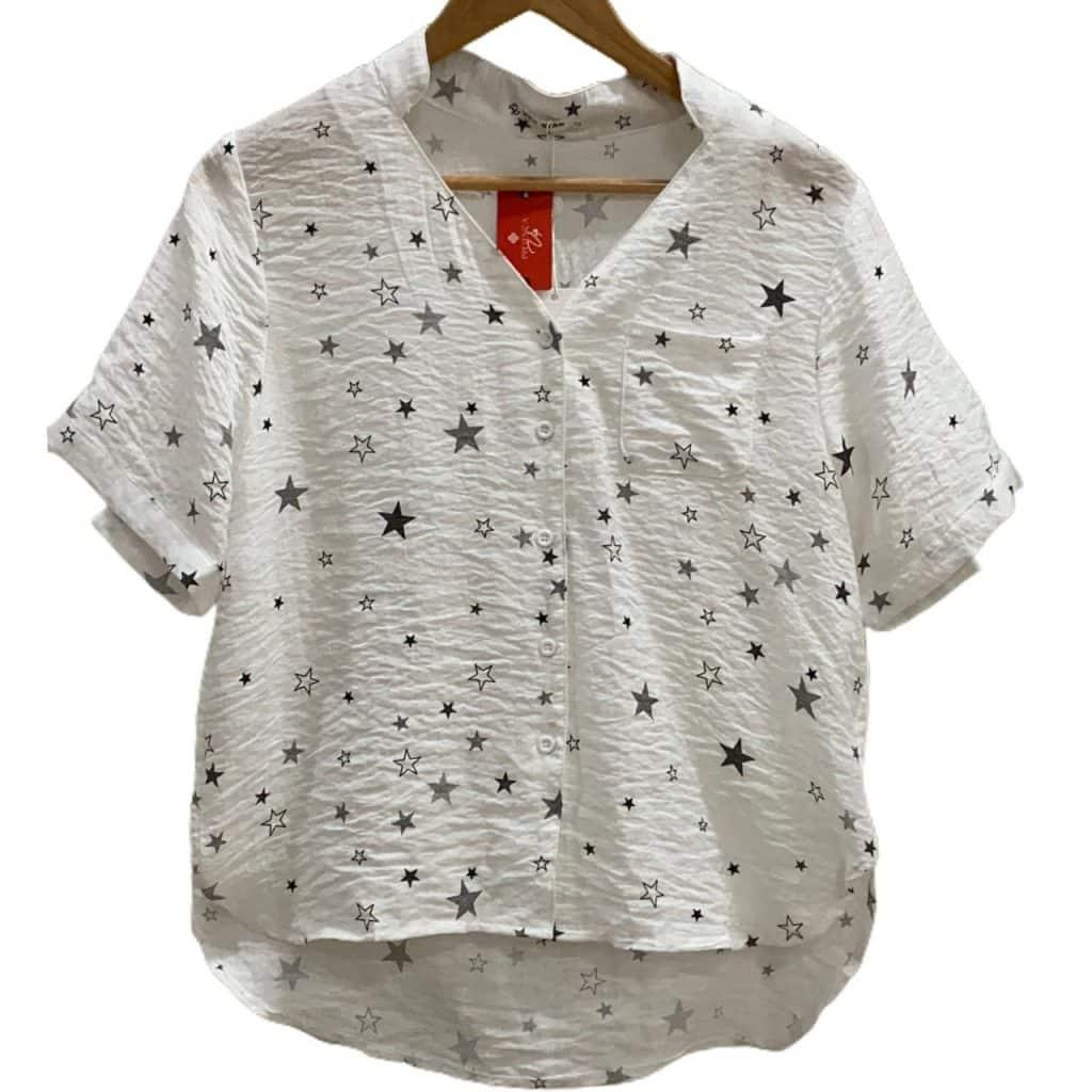 Blusa tecido com bolso estrela