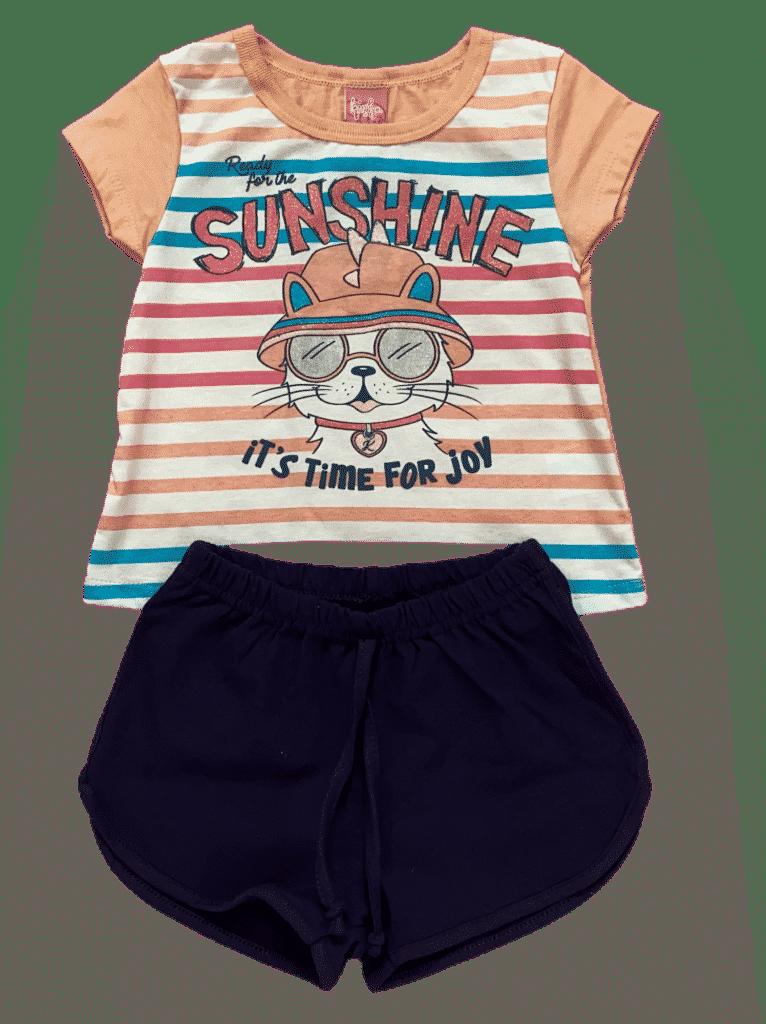 Conjunto de blusa e shorts