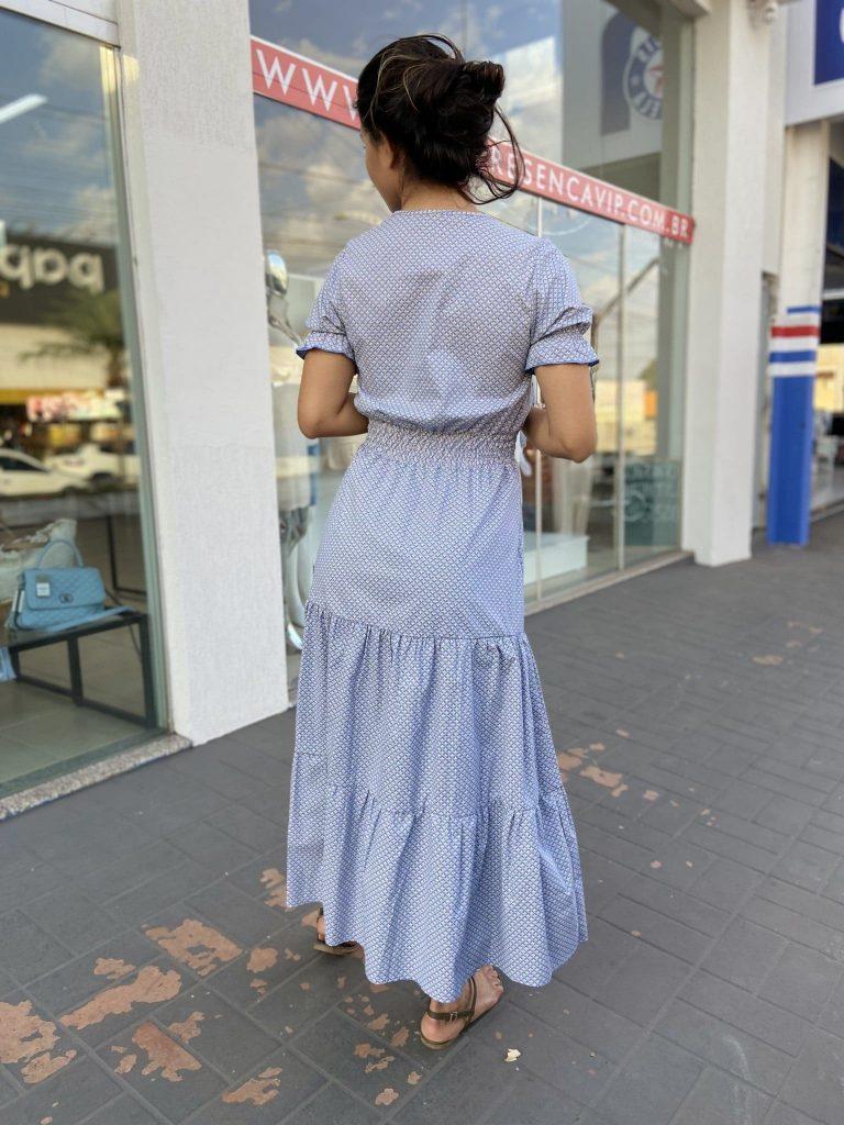 Vestido estampado com lastex na cintura e no ombro