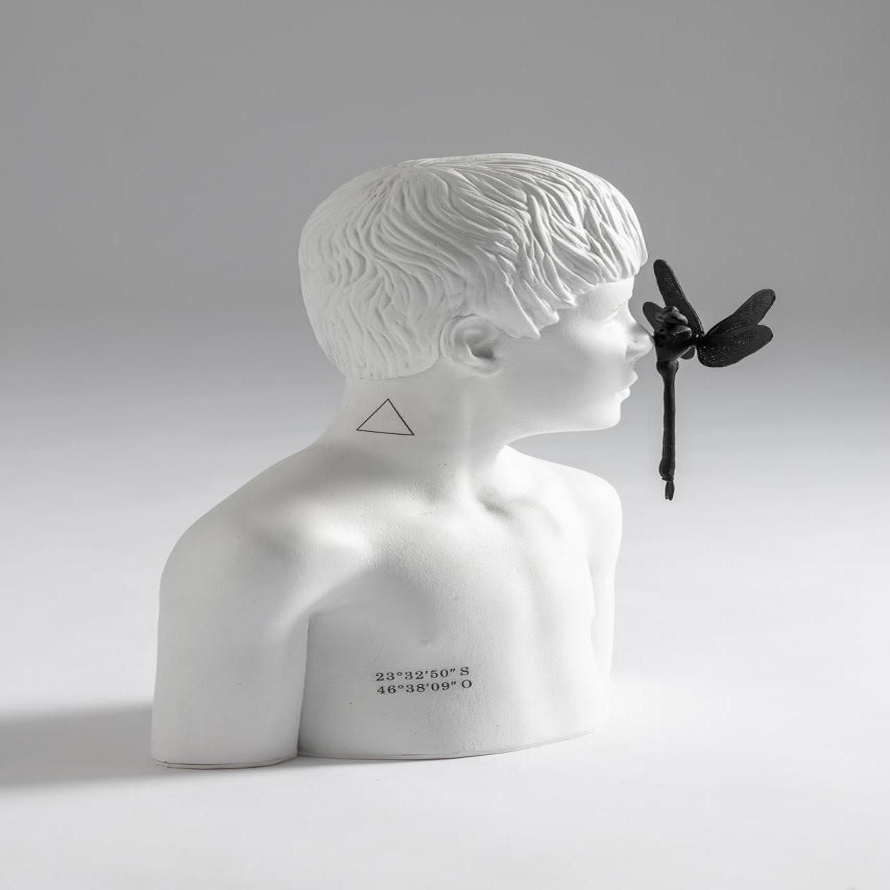 Escultura Busto Menino Libélula | branco